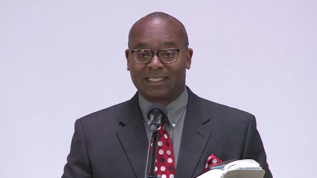 Cameron Haynes accentuează necesitatea Martorilor de a susţine învăţăturile Watchtower chiar dacă nu le înţeleg
