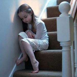 Watchtower a lansat noi instrucţiuni cu privire la abuzul asupra copiilor, dar rezolvă ele problema?